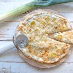 Pizza de puerro y crema de queso