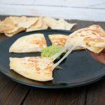 Quesadilla con guacamole casero