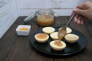 Mini cheesecakes con caramelo salado