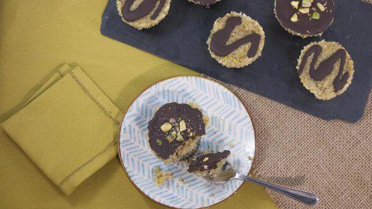 pastelitos de coco y pistacho