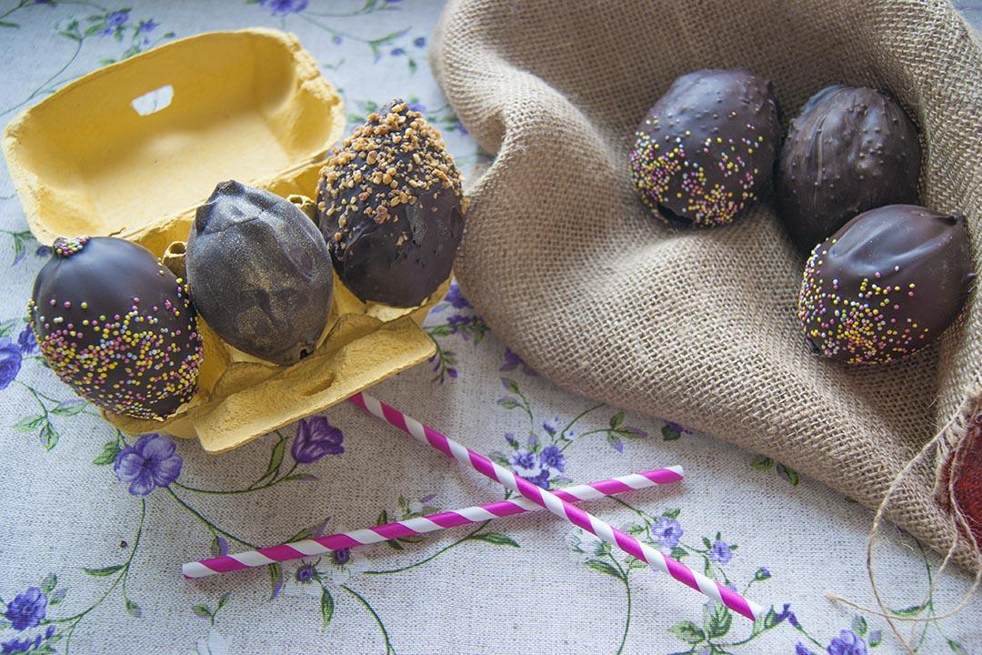 Cómo hacer huevos de chocolate